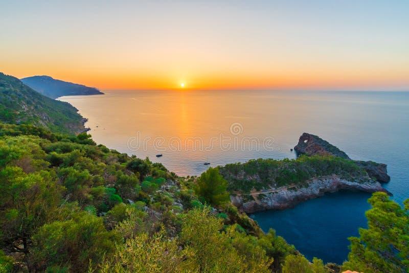 Puesta del sol en Sa Foradada, islas de Palma Mallorca, España de Puesta de Sol fotografía de archivo