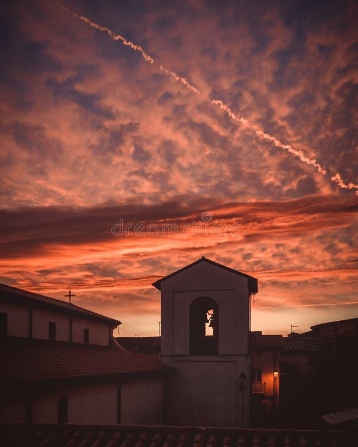 Puesta del sol en San Mauro Marchesato foto de archivo