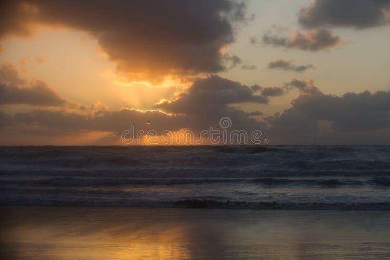 Puesta del sol en Scheveningen Holanda imagen de archivo libre de regalías