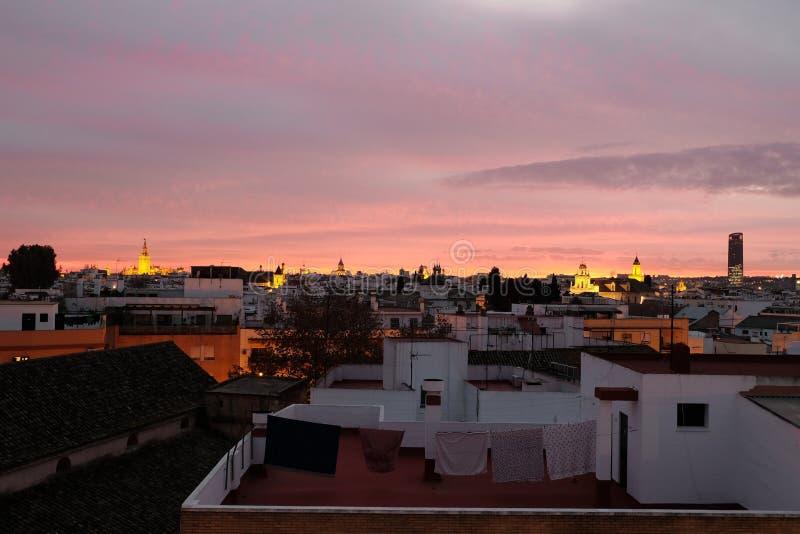 Puesta del sol en Sevilla foto de archivo