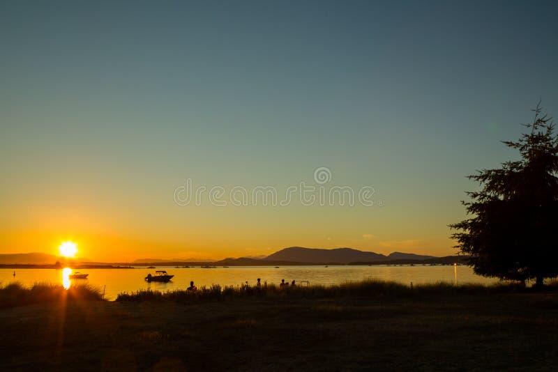 Puesta del sol en Sidney Island fotografía de archivo