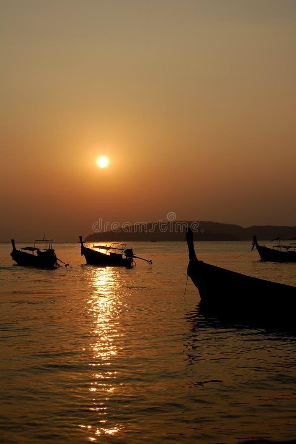 Puesta del sol en Tailandia fotografía de archivo