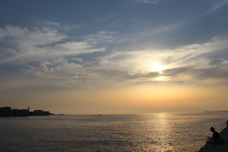 Puesta del sol en Trieste fotografía de archivo