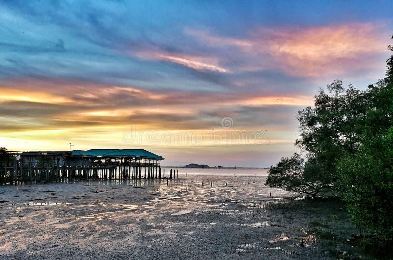 puesta del sol en twightlight imagenes de archivo