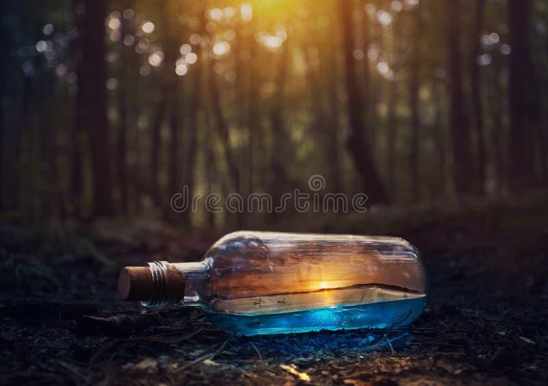 Puesta del sol en una botella fotos de archivo libres de regalías