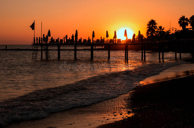 Puesta del sol en una playa turca fotos de archivo libres de regalías
