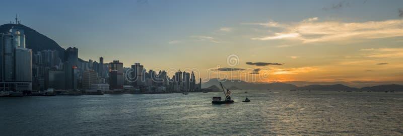 Puesta del sol en Victoria Harbor de Hong Kong imagen de archivo