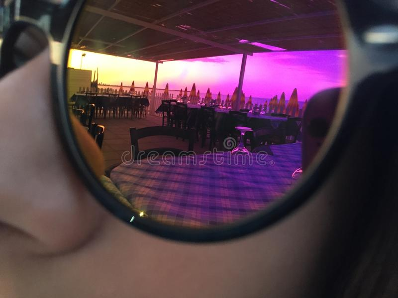Puesta del sol en vidrios imagen de archivo