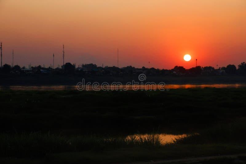 Puesta del sol en Vientián foto de archivo libre de regalías