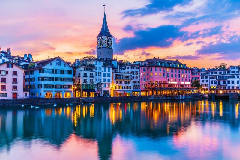 Puesta del sol en Zurich, Suiza imagen de archivo