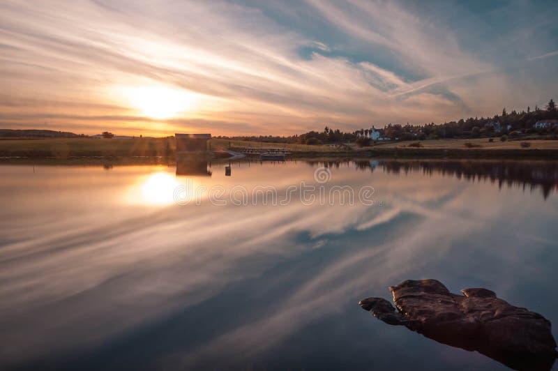 Puesta del sol Escocia del lago de Knapps foto de archivo