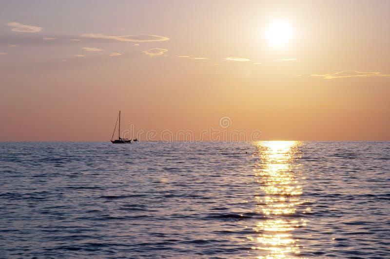 Puesta del sol espectacular del mar imágenes de archivo libres de regalías
