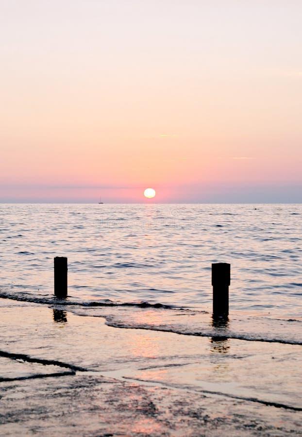 Puesta del sol espectacular del mar foto de archivo libre de regalías