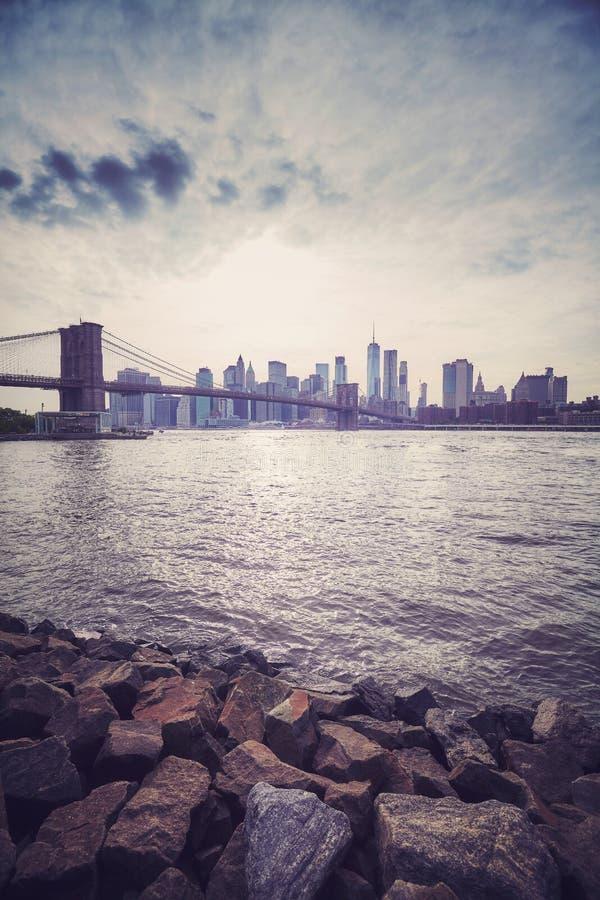 Puesta del sol estilizada del vintage sobre New York City, los E.E.U.U. imagen de archivo libre de regalías