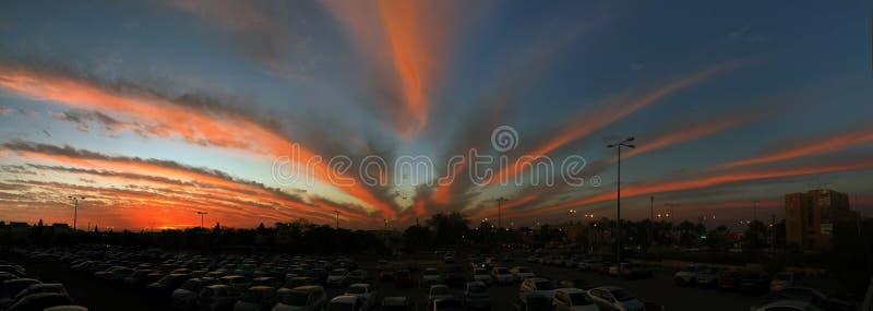 Puesta del sol fantástico hermosa en la cerveza Sheva fotografía de archivo libre de regalías