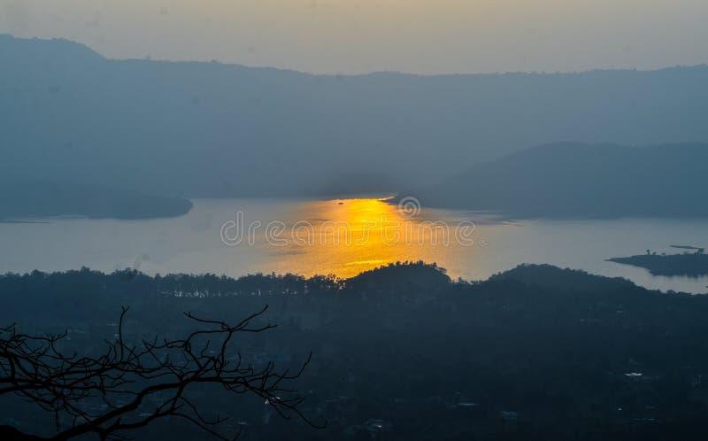 Download Puesta Del Sol Govind Sagar Lake Foto de archivo - Imagen de reflexión, presa: 100533156