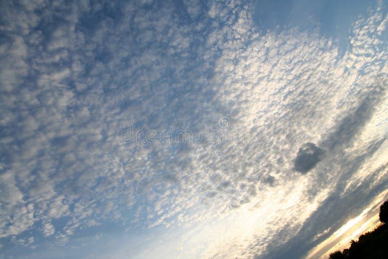 Puesta del sol grande del cielo imagen de archivo libre de regalías