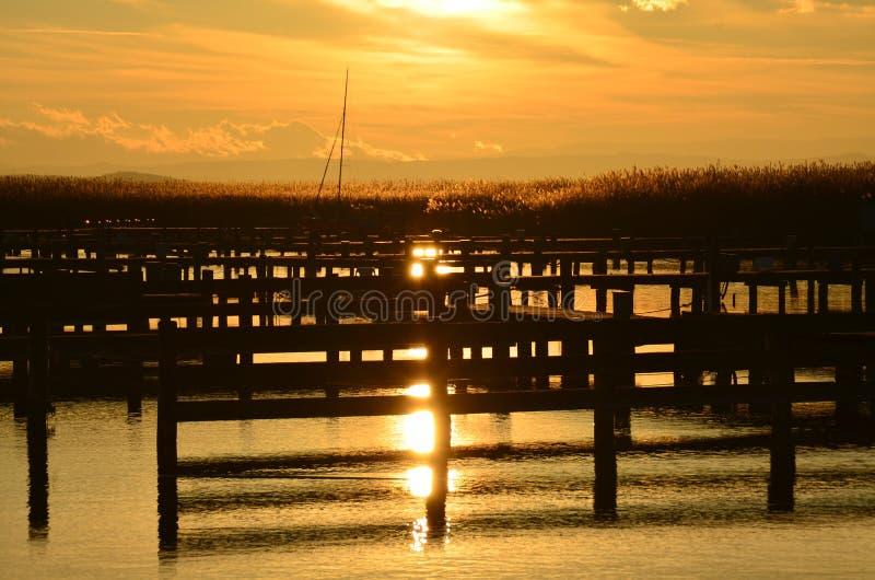 Download Puesta del sol hermosa imagen de archivo. Imagen de lago - 64201513