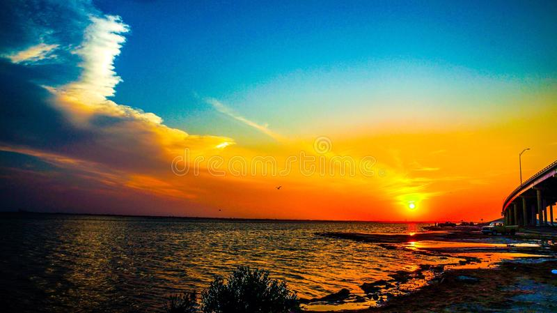 Puesta del sol hermosa foto de archivo libre de regalías