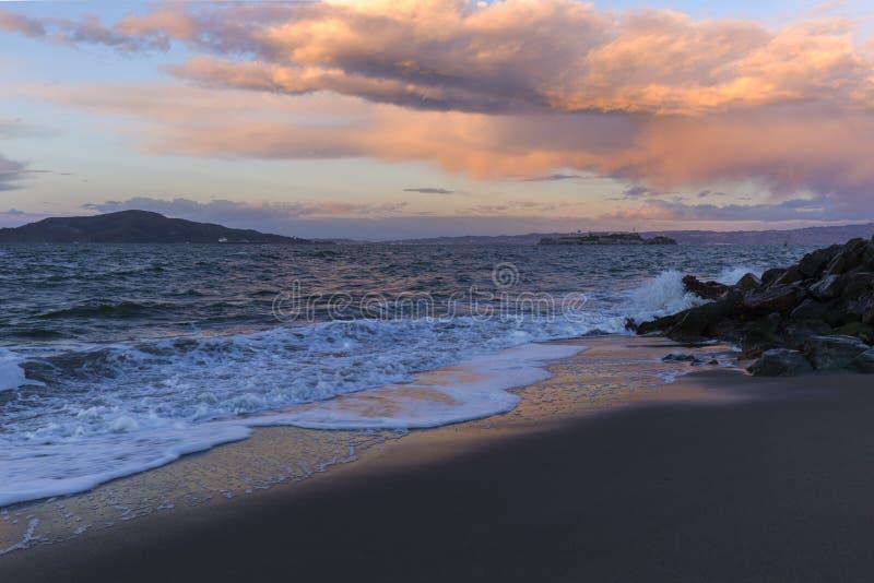 Puesta del sol hermosa - colores del cielo en la puesta del sol - fransisco California Ca del san imagen de archivo libre de regalías