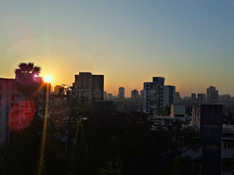 Puesta del sol hermosa de la ciudad fotografía de archivo