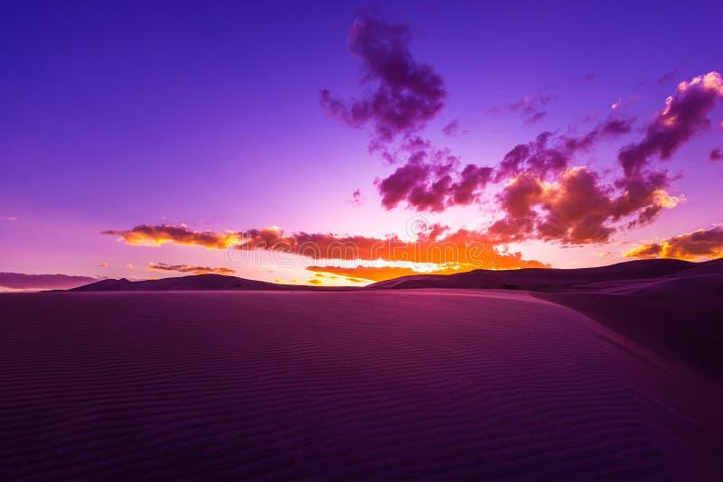 Puesta del sol hermosa del desierto fotografía de archivo