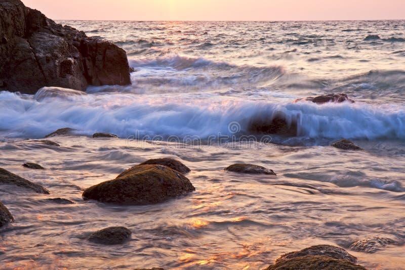 Puesta del sol hermosa del mar imagen de archivo libre de regalías