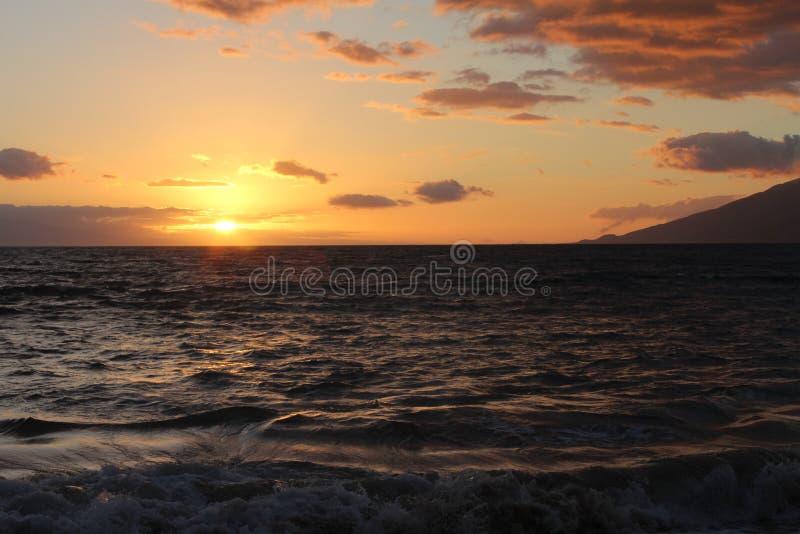 Puesta del sol hermosa del océano fotografía de archivo libre de regalías