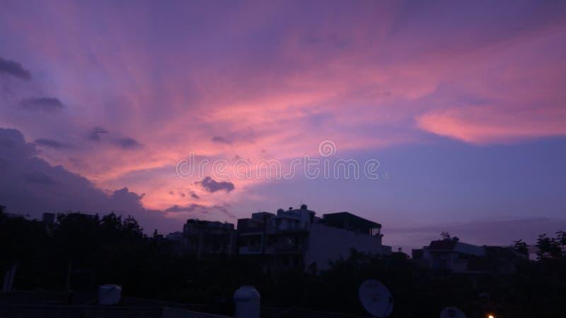Puesta del sol hermosa durante tormenta fotografía de archivo libre de regalías