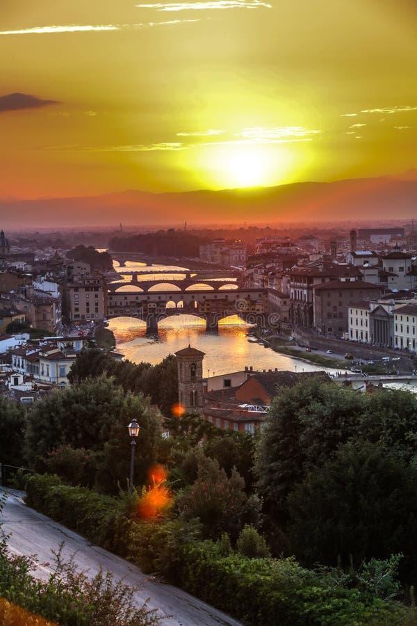 Puesta del sol hermosa en Florencia, Italia imagen de archivo libre de regalías