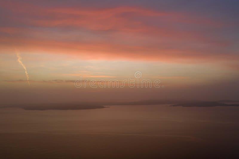 Puesta del sol hermosa en foto del abejón del invierno fotografía de archivo