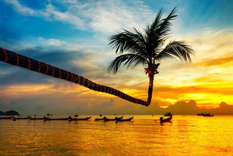 Puesta del sol hermosa en la playa fotos de archivo