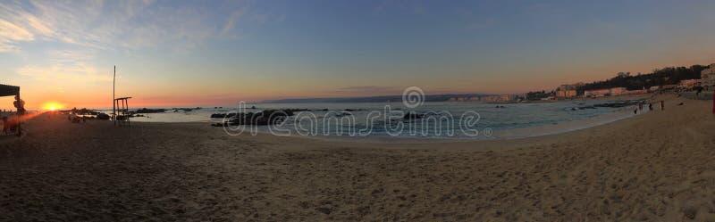 Puesta del sol hermosa en la playa, Chile imagen de archivo