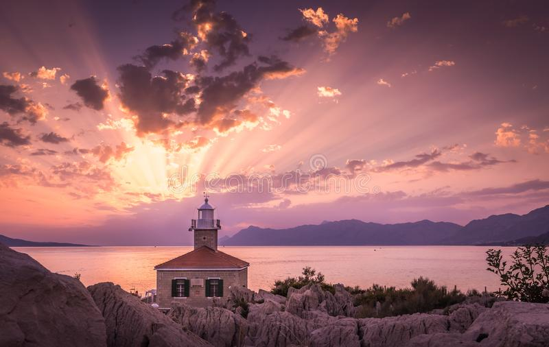 Puesta del sol hermosa en Makarska, Croacia fotos de archivo