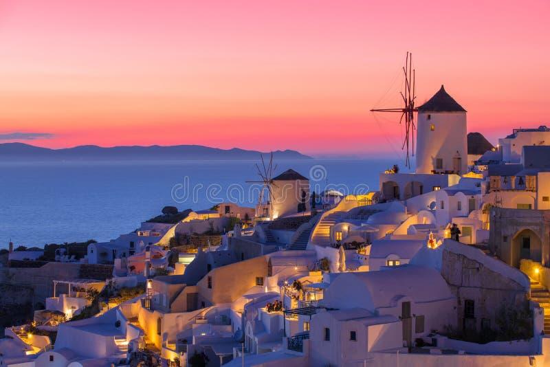 Puesta del sol hermosa en Santorini, Grecia fotografía de archivo