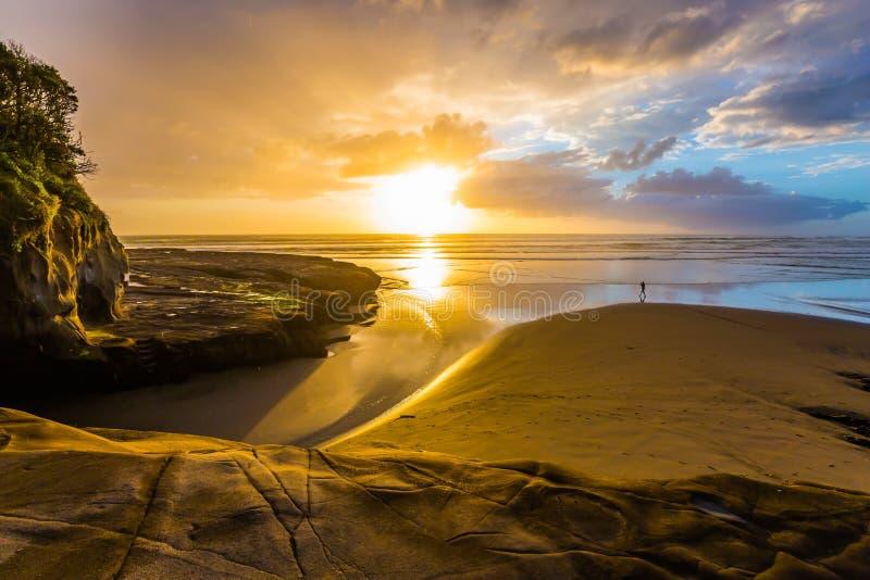Puesta del sol hermosa fenomenal imágenes de archivo libres de regalías