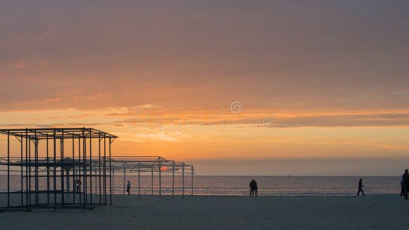 Puesta del sol hermosa sobre el mar Anapa, regi?n de Krasnodar, Rusia imagenes de archivo