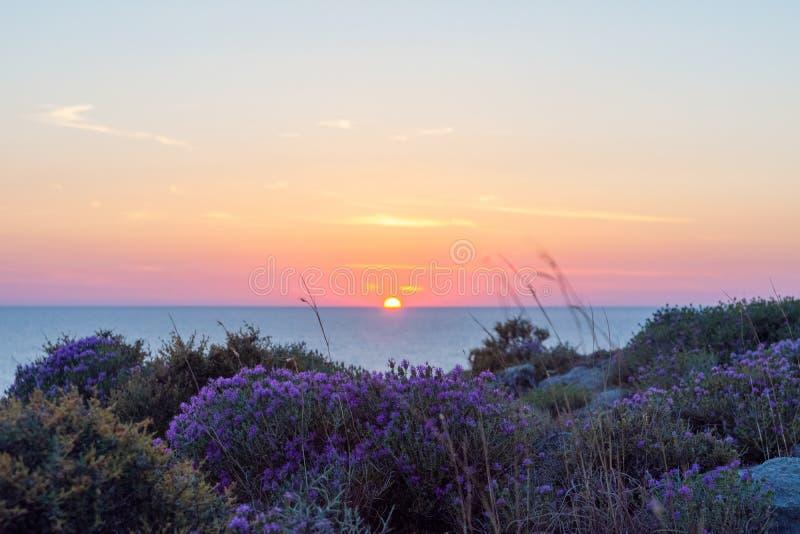 Puesta del sol hermosa sobre el mar j?nico, Kefalonia Grecia fotos de archivo