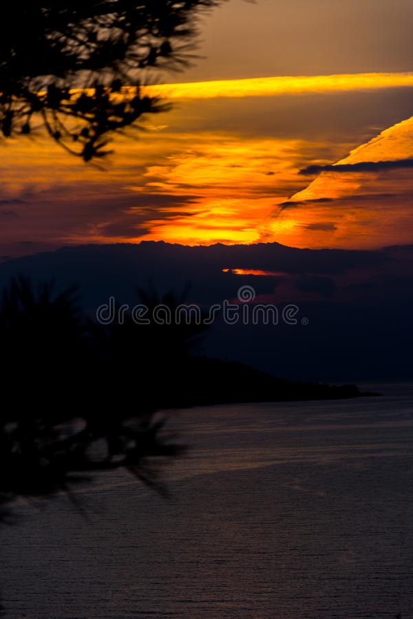 Puesta del sol hermosa sobre el Mar Negro fotografía de archivo libre de regalías