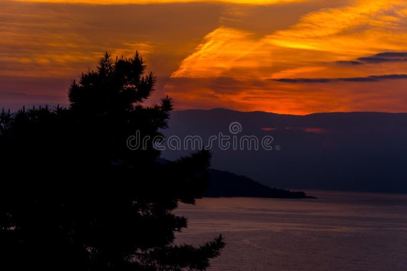Puesta del sol hermosa sobre el Mar Negro foto de archivo libre de regalías