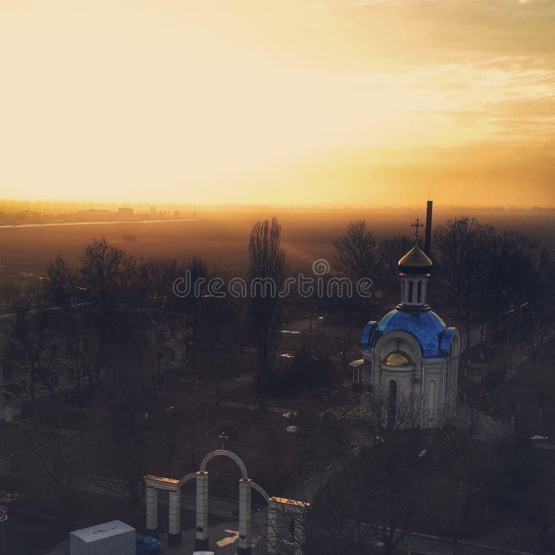 Puesta del sol hermosa sobre el templo foto de archivo libre de regalías