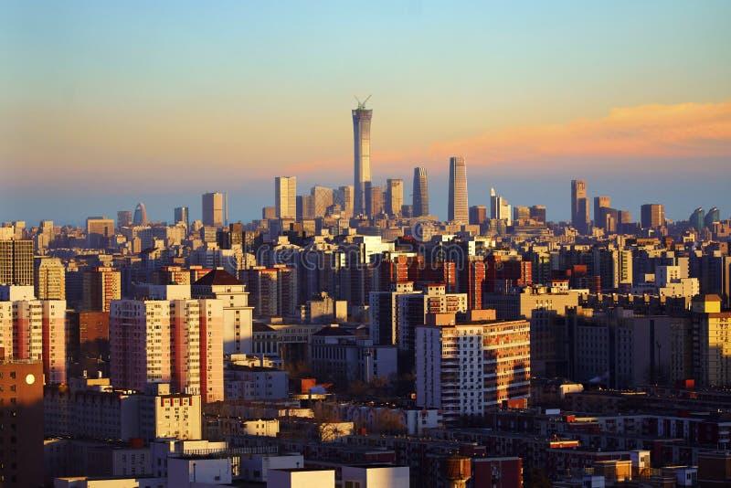 Puesta del sol del horizonte de la ciudad de Pekín, China foto de archivo