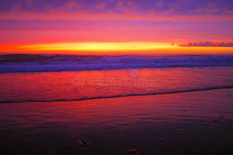 Puesta del sol increíble en la costa de Portugal fotografía de archivo libre de regalías