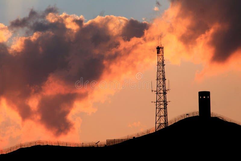 Puesta del sol industrial imagen de archivo