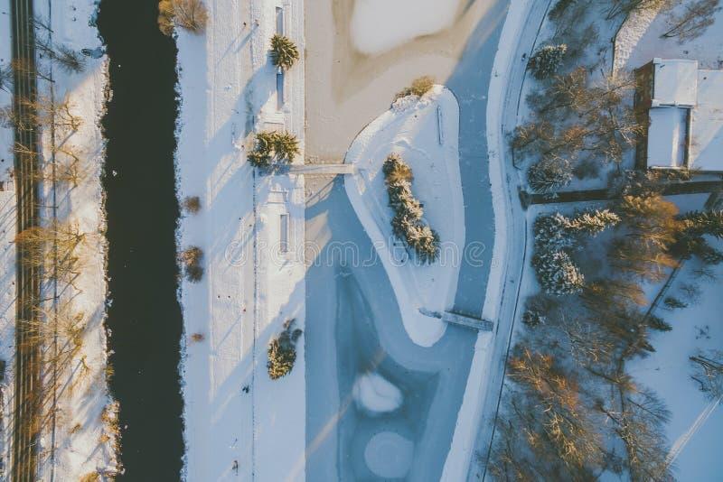 Puesta del sol del invierno en Panevezys, Lituania fotos de archivo libres de regalías