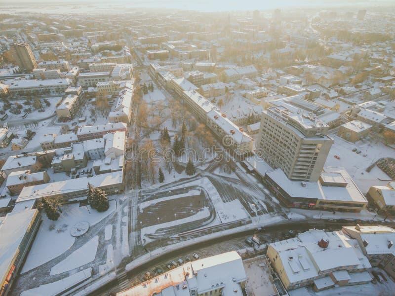 Puesta del sol del invierno en Panevezys, Lituania fotografía de archivo