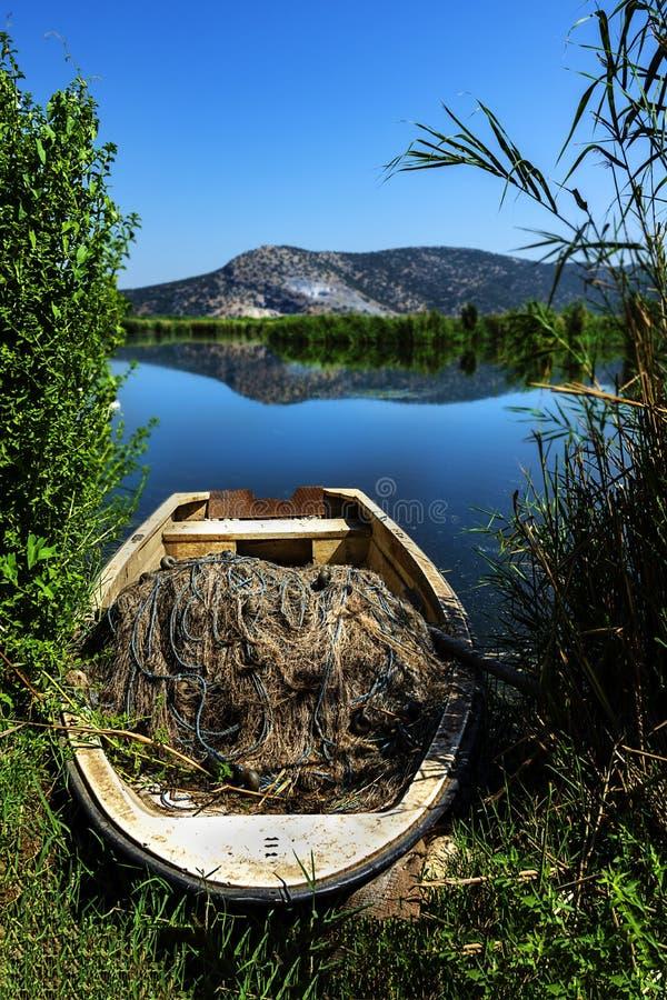 Puesta del sol del lago Belevi, totbali, Esmirna, Turquía fotos de archivo