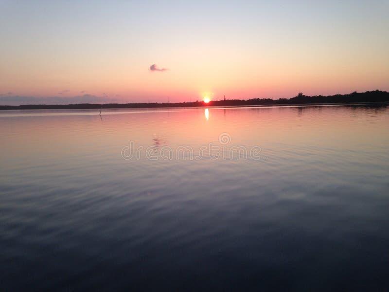 Puesta del sol lateral del océano foto de archivo libre de regalías
