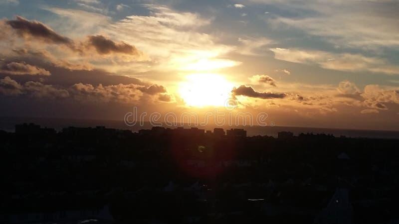 Puesta del sol levantada imagen de archivo libre de regalías