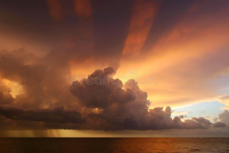Puesta del sol majestuosa fotografía de archivo